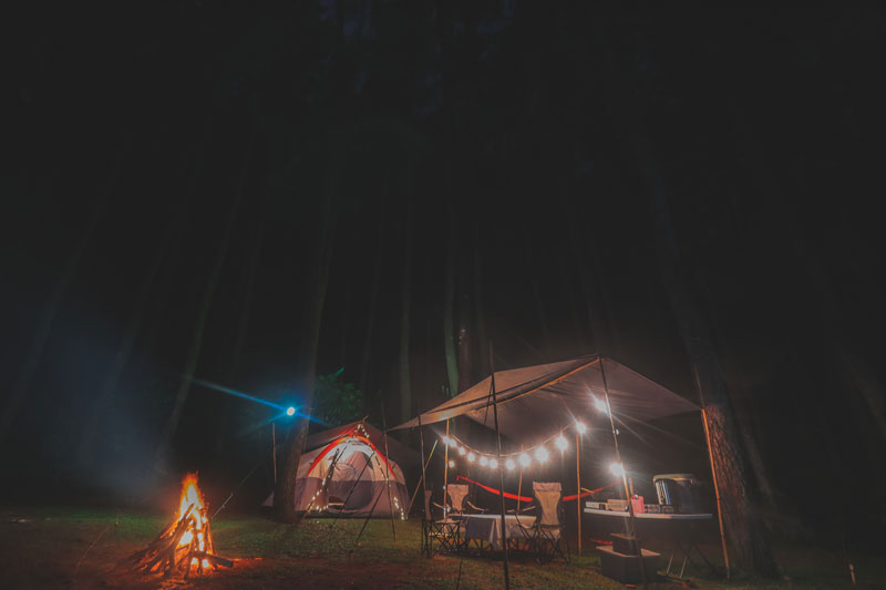 https://www.thecarpenteroutdoor.com/wp-content/uploads/2018/10/Glamcamp-Night.jpg