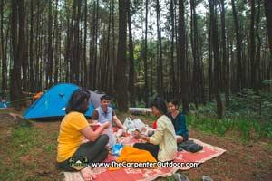 https://www.thecarpenteroutdoor.com/wp-content/uploads/2019/02/Camping-Sentul-Bogor.jpg