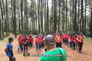 https://www.thecarpenteroutdoor.com/wp-content/uploads/2019/02/Outbound-Team-Building-Perusahaan.jpg
