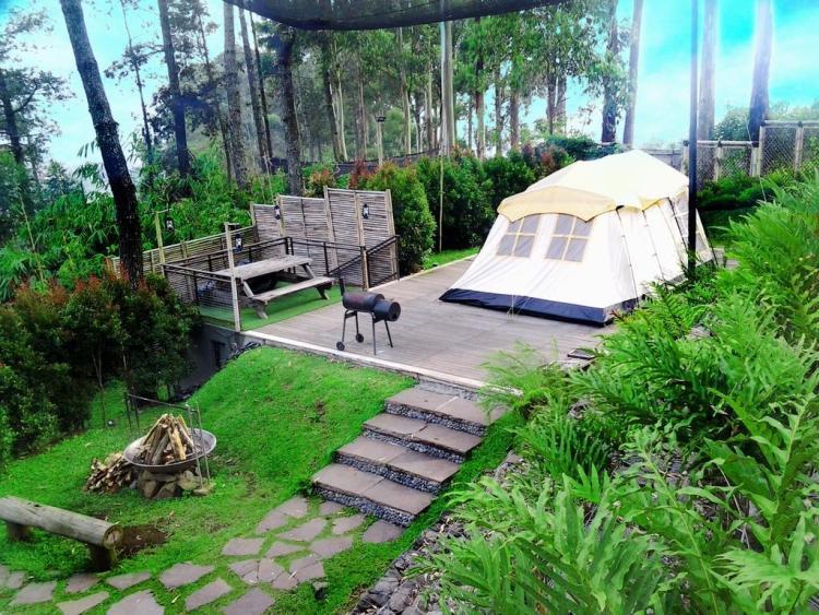 https://www.thecarpenteroutdoor.com/wp-content/uploads/2020/03/Camping-Dusun-Bambu-Bandung.jpg